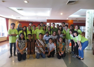 Lunch with the local students from Mutiara Harapan High School